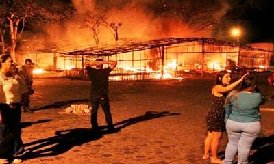 barraca-e-incendiada-durante-procissao-apos-queima-de-fogos-em-itagimirim_1646652